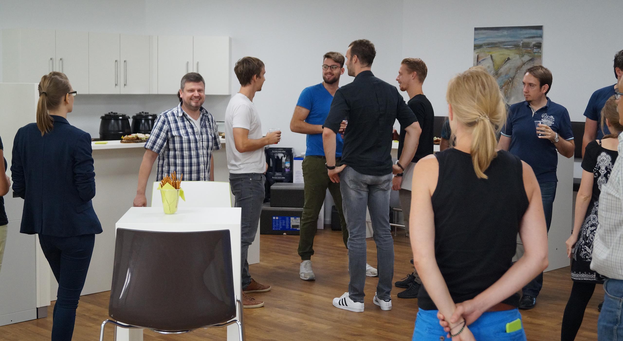 Versammlung von Personen in Mensa