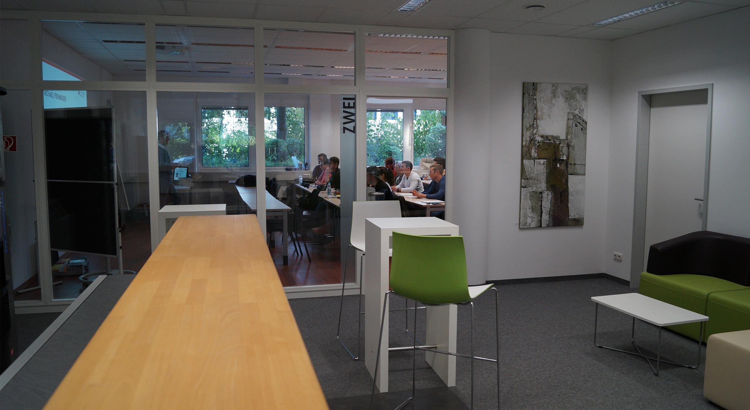 Seminarräume und Raum mit Stühlen