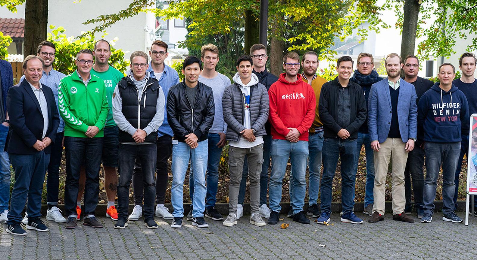 Gruppenbild der Absolventen für Scouting im Fussballsport